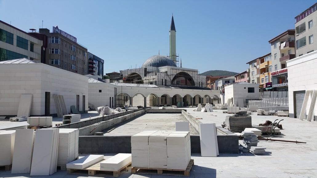 Sultanbeyli-Camii-Kent-Meydani-ve-Katli-Otoparki-1-nisan-1030×579